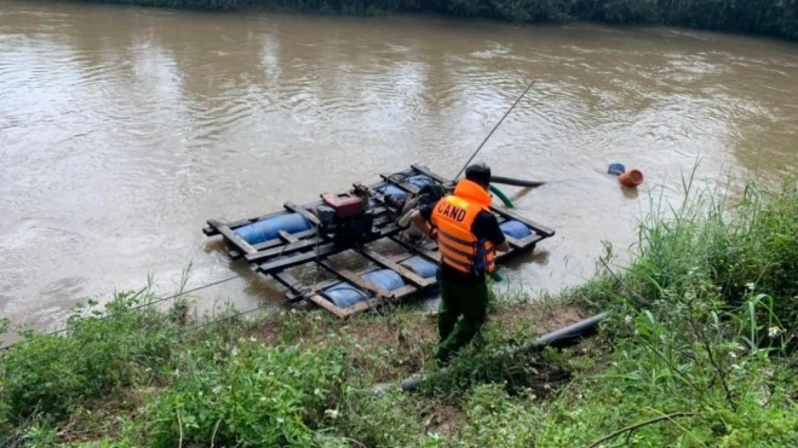 Rơi từ trên cầu xuống suối, 3 cha con bị đuối nước