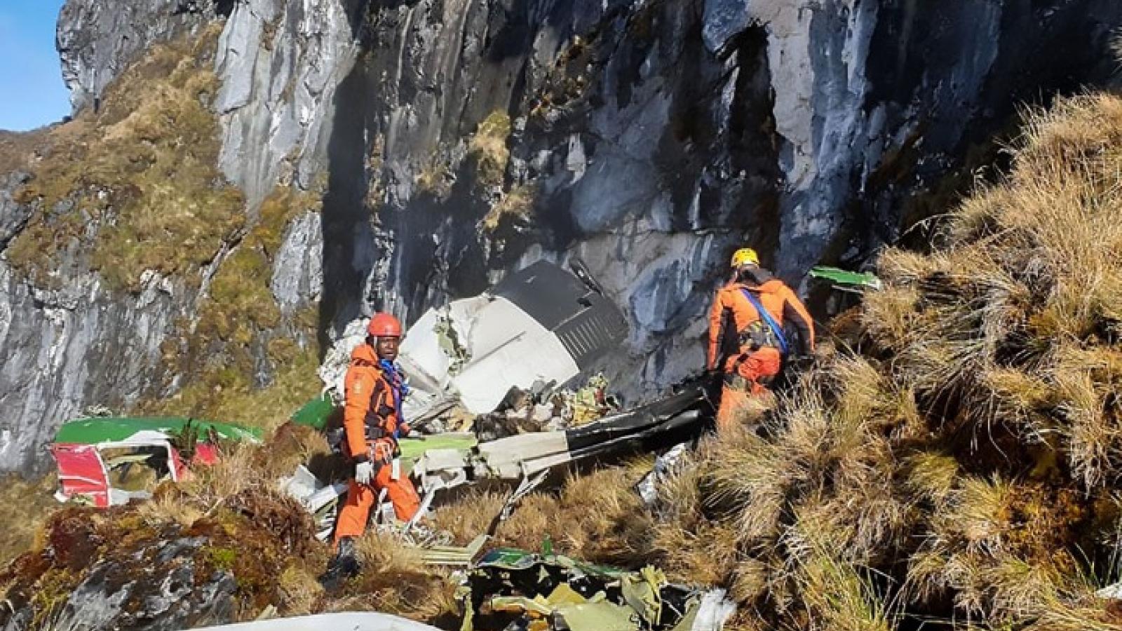Indonesia tìm thấy hộp đen và thi thể phi hành đoàn máy bay rơi ở Papua