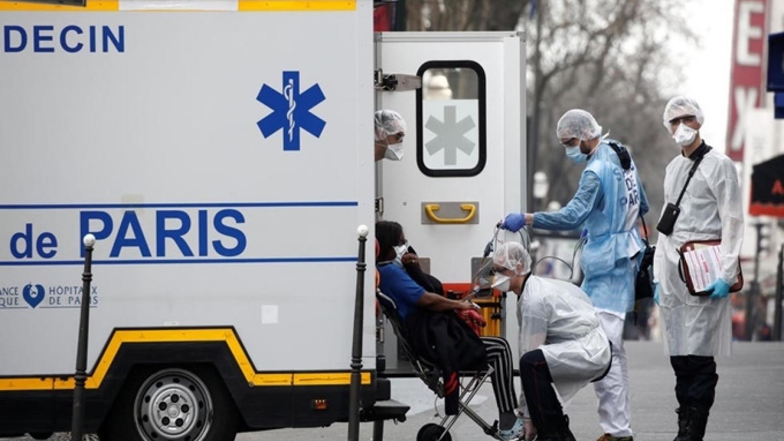 Cùng mục tiêu, khác chiến lược: Mỹ và châu Âu đau đầu tìm cách tăng tỷ lệ tiêm chủng