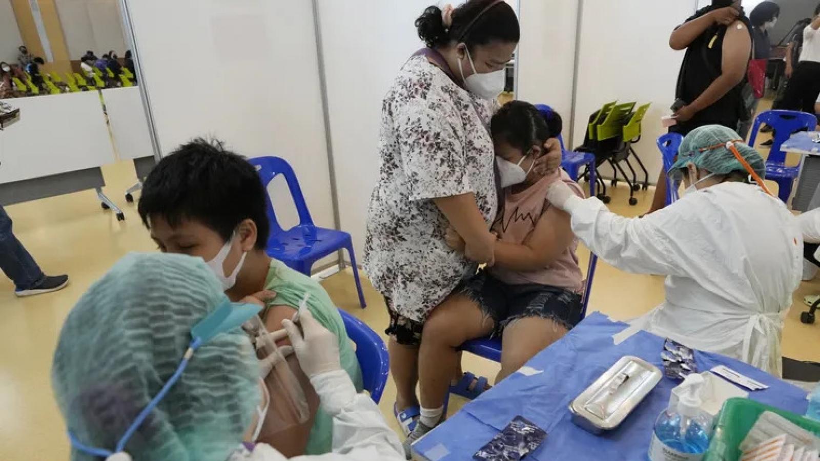 Thái Lan yêu cầu tiêm vaccine cho học sinh trên toàn quốc