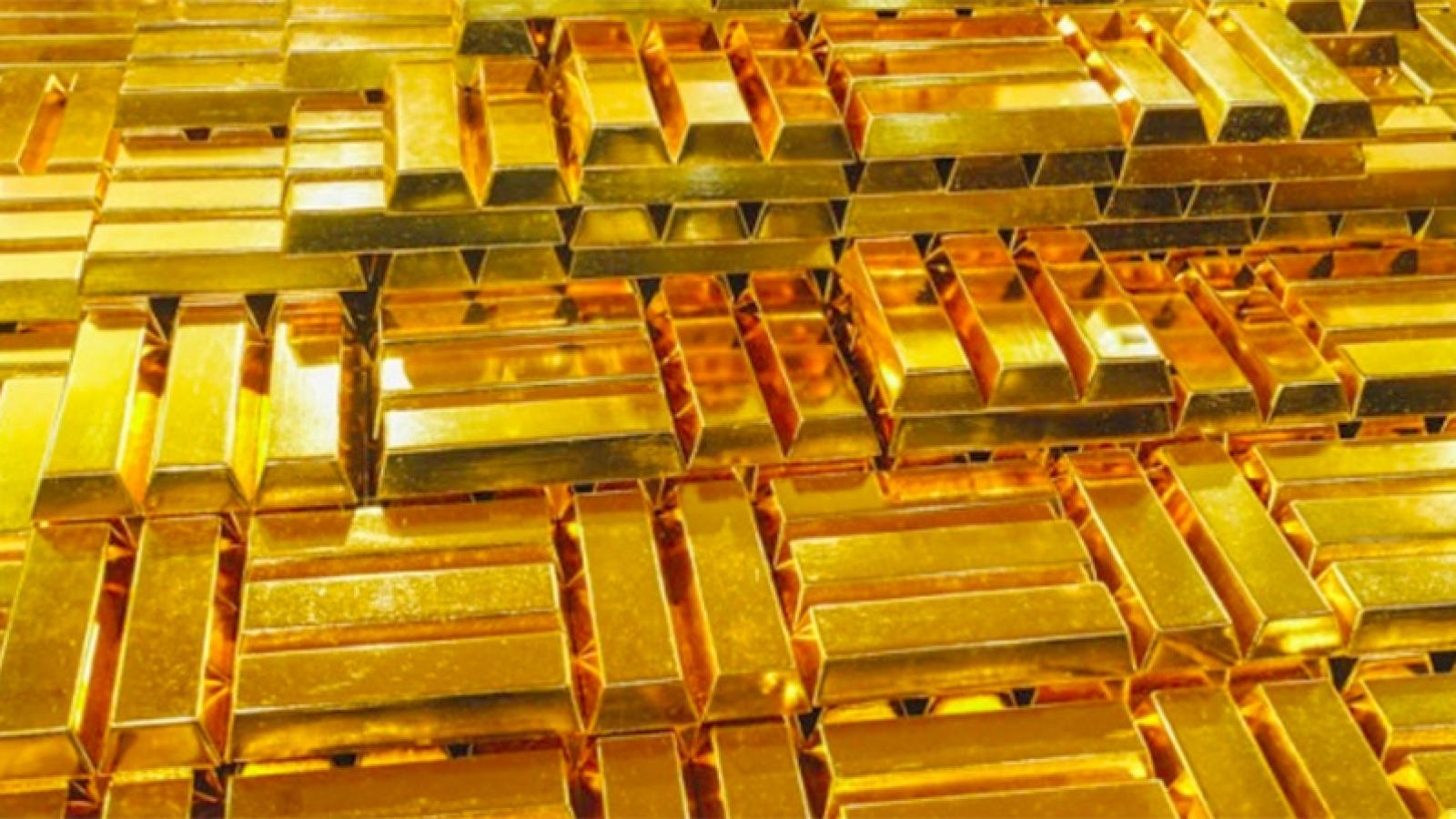 Vàng thế giới quay đầu giảm, vàng trong nước vẫn đứng giá