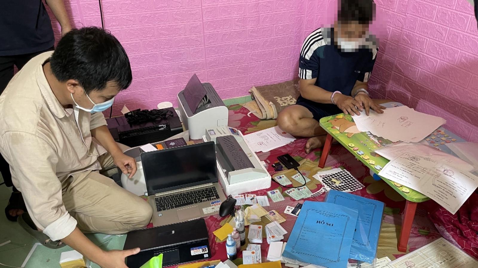 Quảng Nam:Phát hiệnđường dây làm giả giấy tờ, tài liệuvới quy môlớn