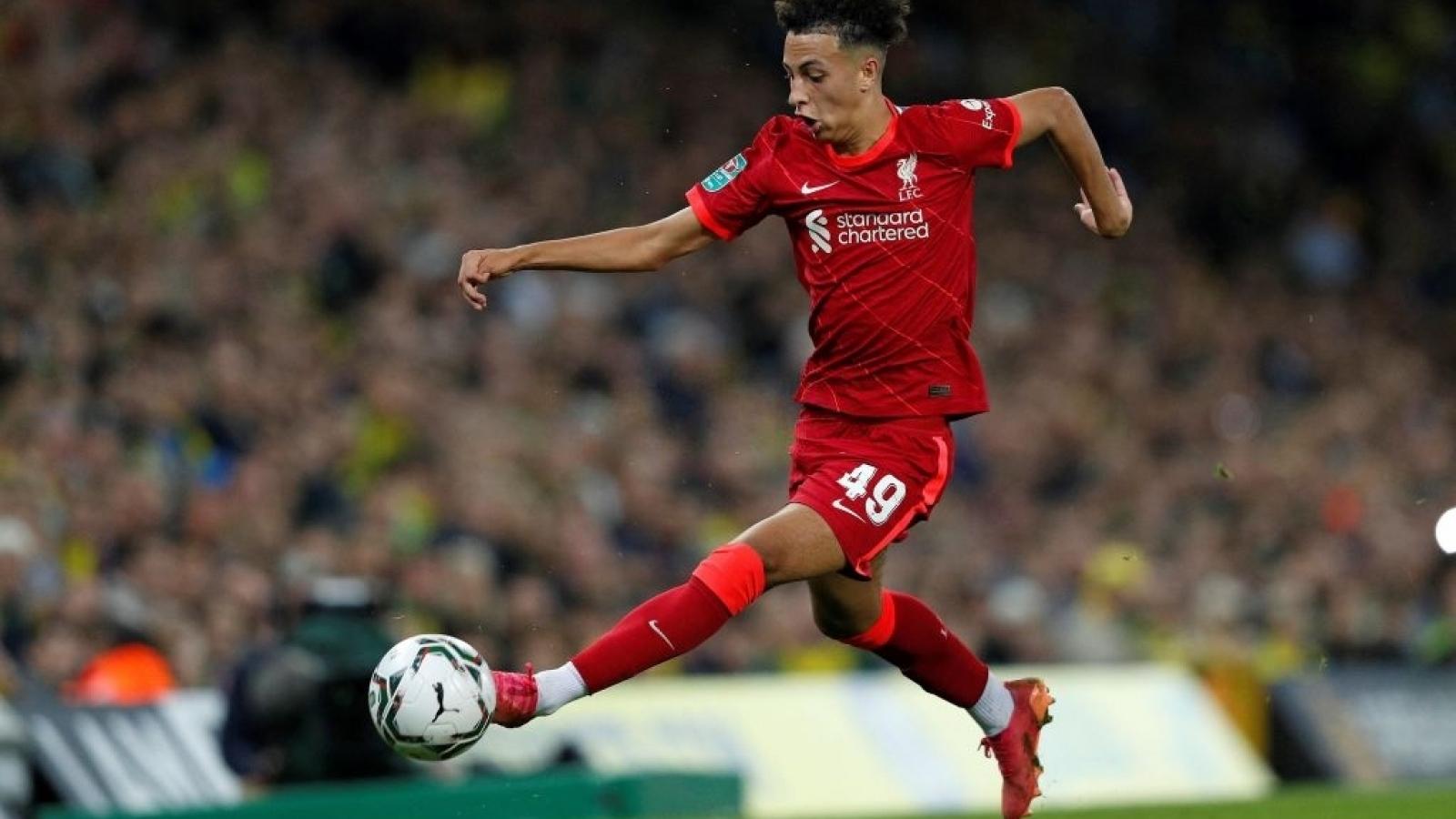 """Man City và Liverpool """"trình làng"""" một loạt cầu thủ tuổi teen ở Cúp Liên đoàn Anh"""