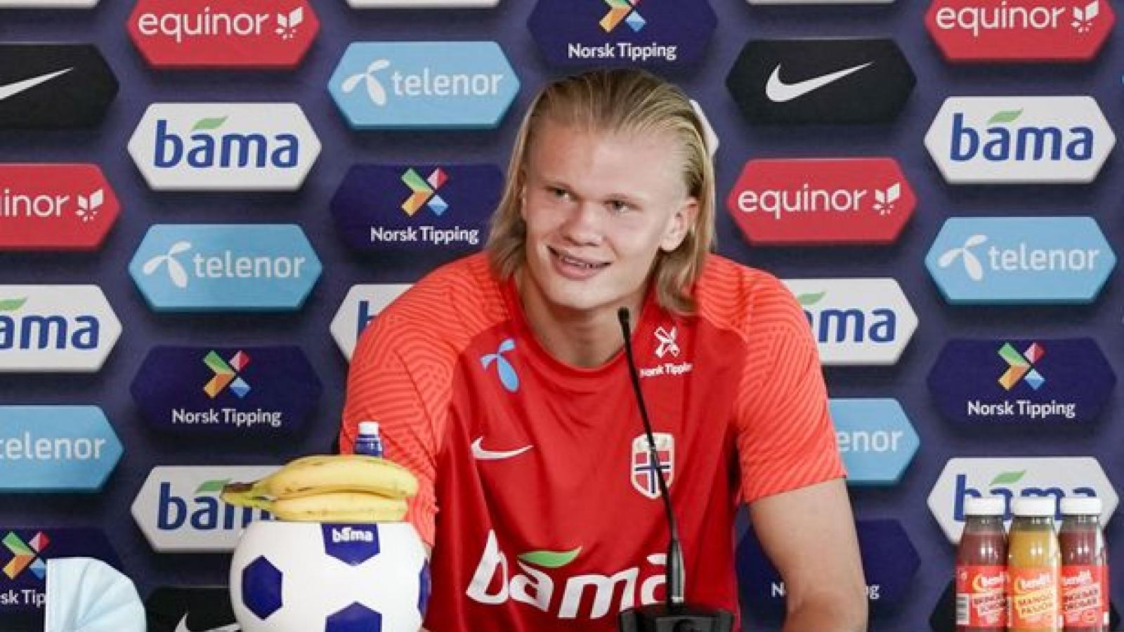 """Haaland """"tâng bốc"""" Van Dijk trước ngày đối đầu ở vòng loại World Cup 2022"""