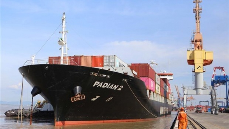 Hai Phong port receives three container ships of Maersk Line