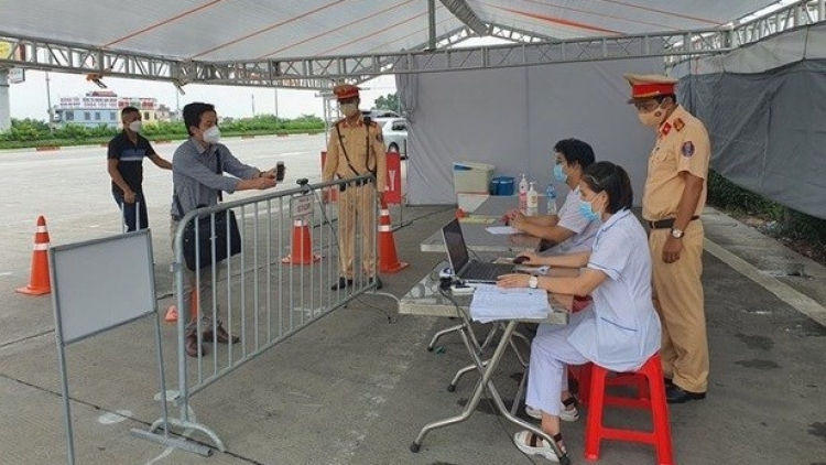 COVID-19: Hanoi installs cameras for QR code scanning at 67 checkpoints