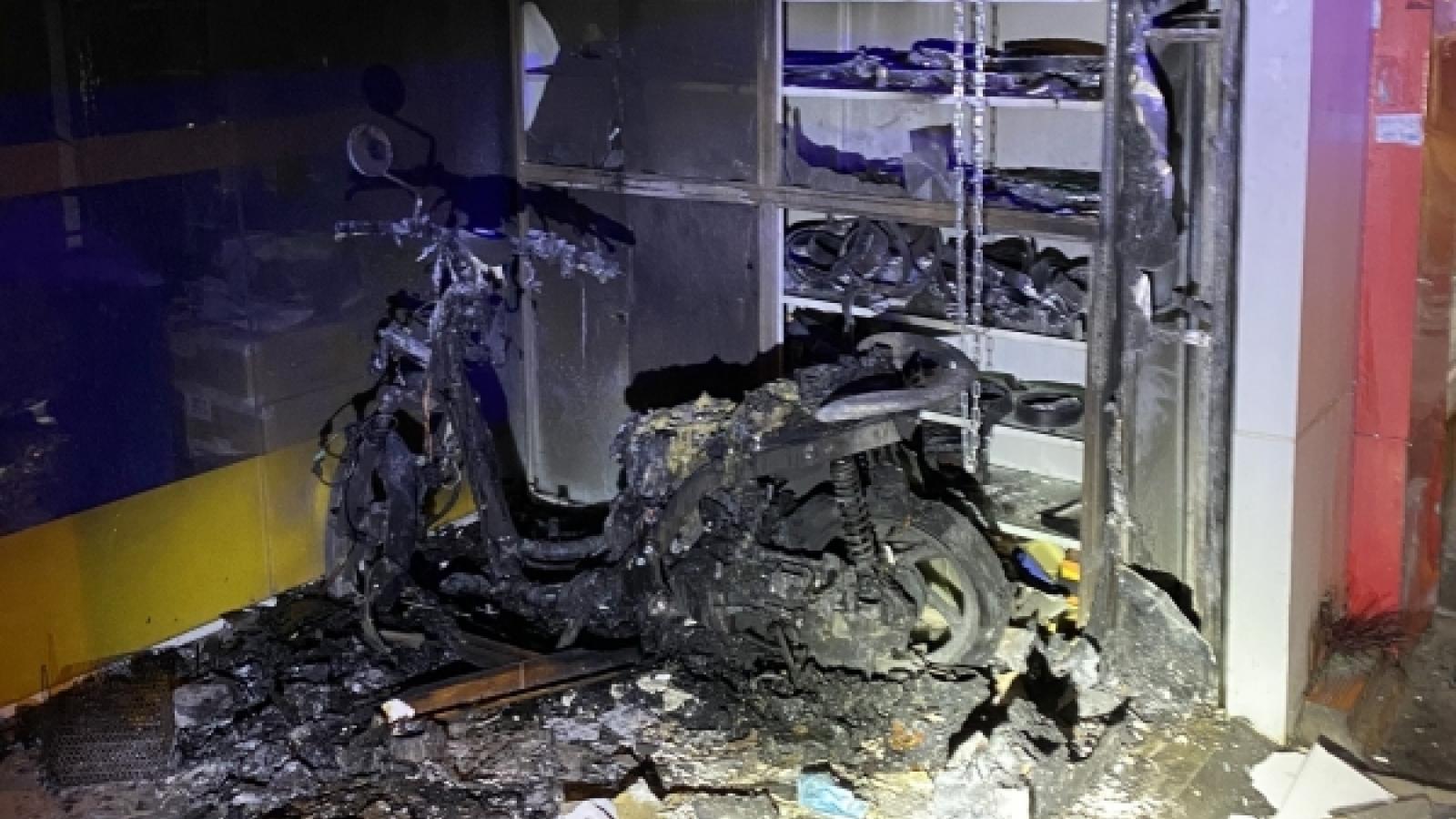 Cứu kịp thời 2 vợ chồng mắc kẹt trong căn nhà bị cháy ở TP.Thủ Đức