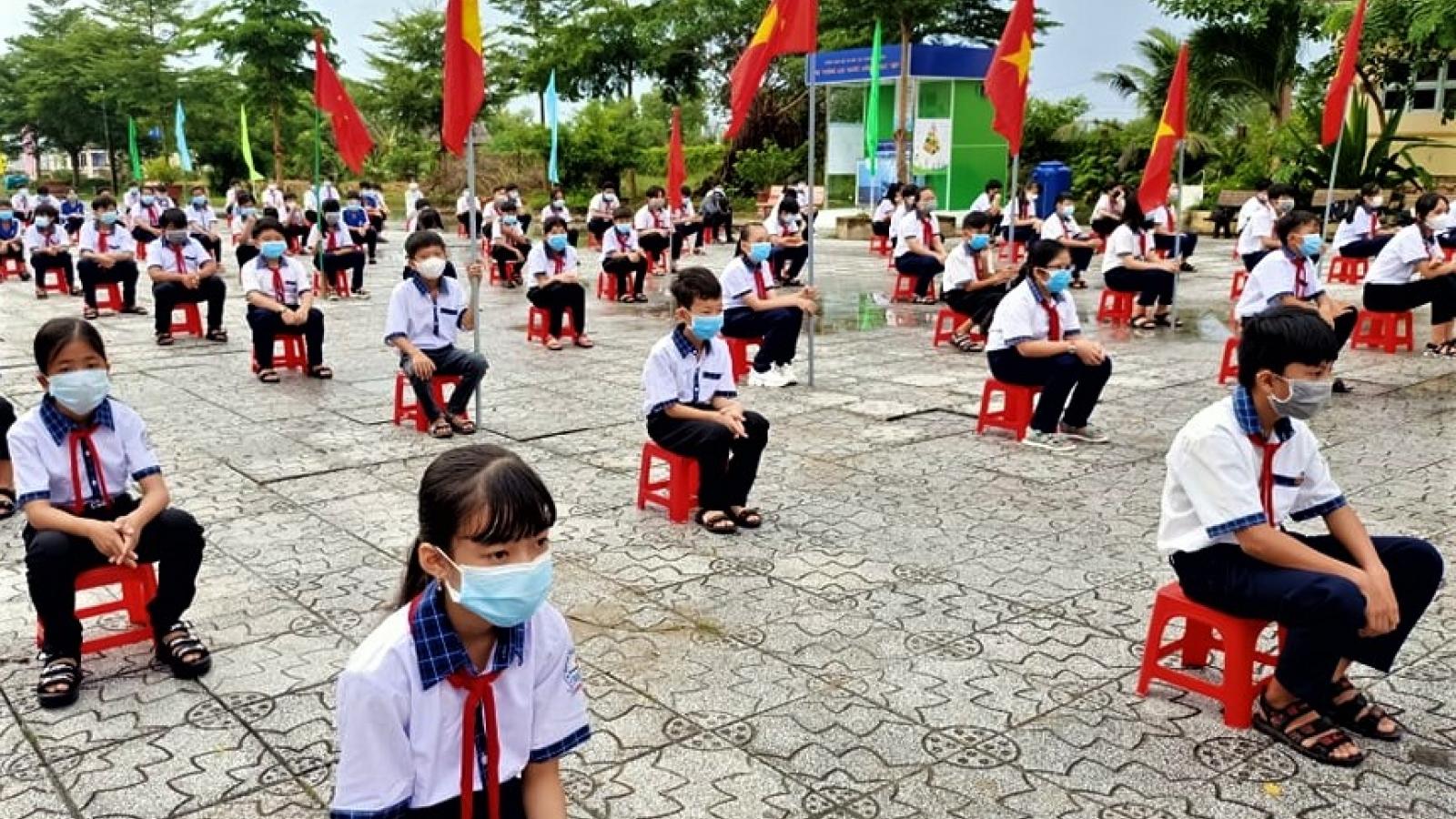 Hàng ngàn học sinh Cà Mau được hỗ trợ khi bước vào năm học mới
