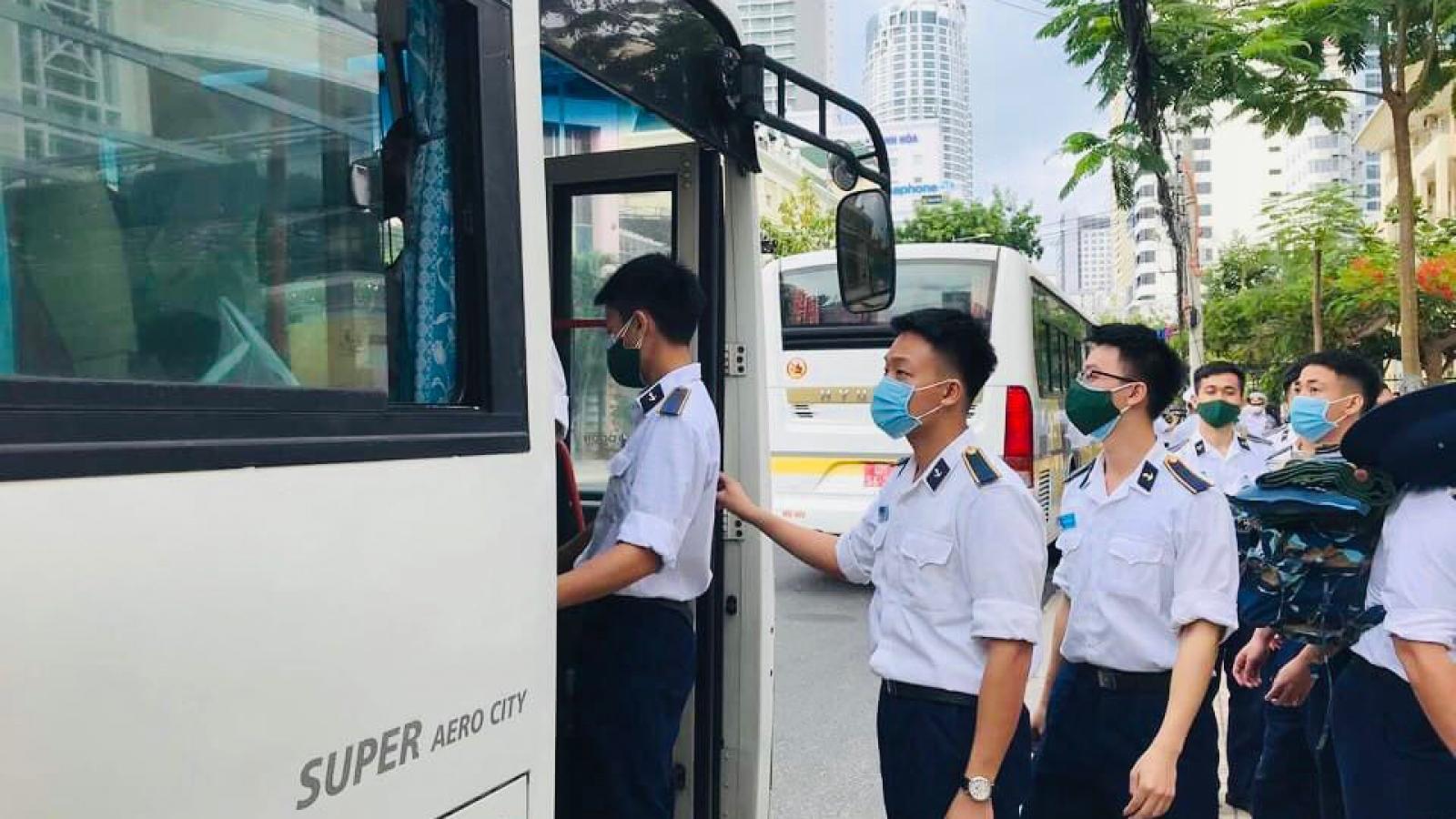 Học viện Hải quân tăng cường giúp dân trong tâm dịch Nha Trang