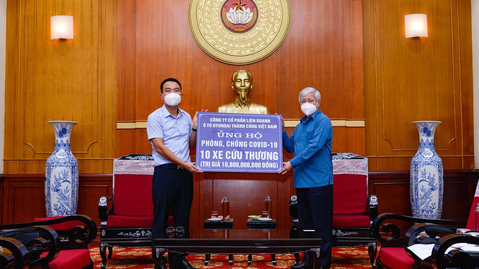 Nhiều hãng xe hỗ trợ phòng chống dịch Covid-19 tại Việt Nam