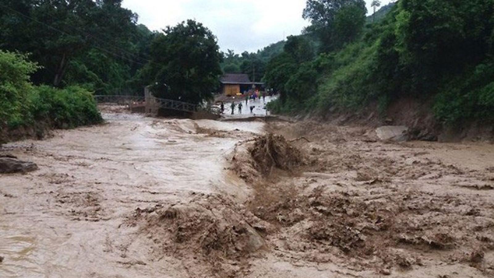 Hoàn lưu bão số 6 tiếp tục gây mưa lớntại miền Trung