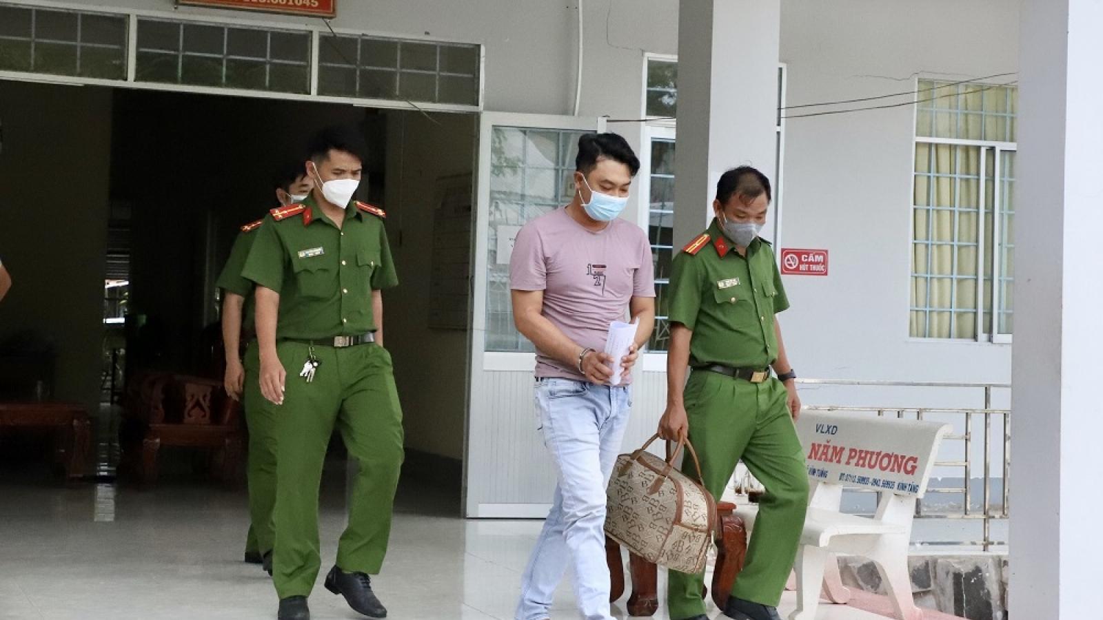 Hậu Giang bắt tạm giam tài xế chở người về từ vùng dịch làm lây lan Covid-19