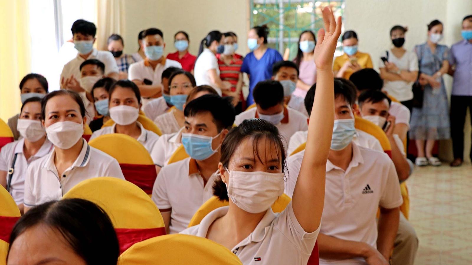 200 cán bộ y tế Hoà Bình lên đường hỗ trợ Hà Nội chống dịch COVID-19