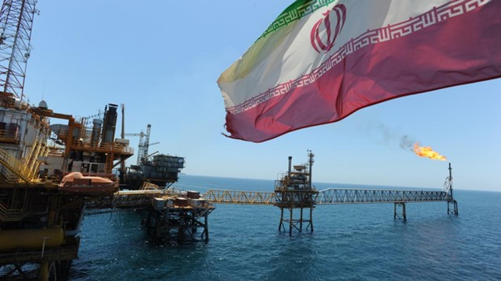 Venezuela và Iran đạt thỏa thuận trao đổi dầu thô và chất phụ gia