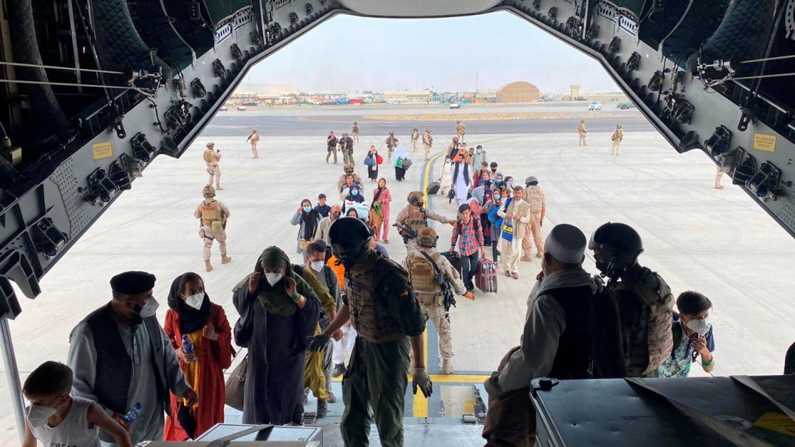 """Thỏa thuận bí mật tiết lộ sự hợp tác """"chưa từng có"""" giữa Mỹ và Taliban để sơ tán công dân"""