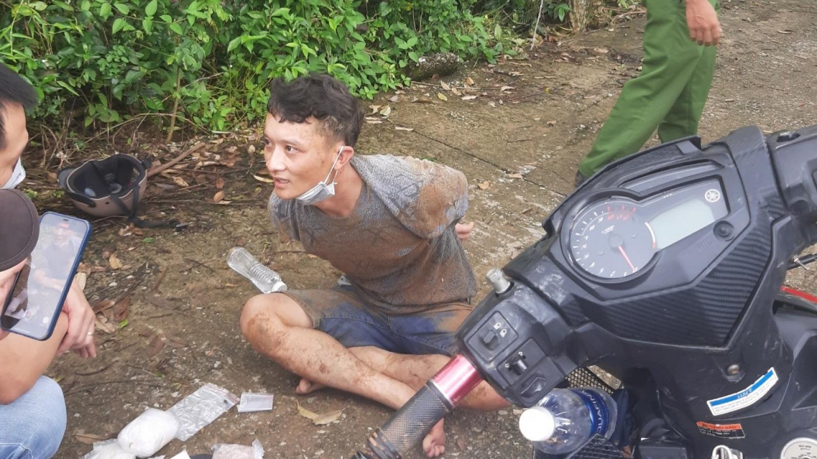 Hành trình hai ngày đêm truy bắt đối tượng mua bán ma túy trong rừng