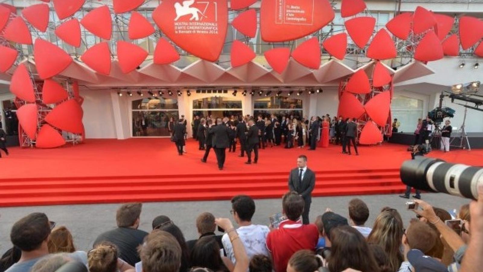 Liên hoan phim Venice khai mạc: Các ngôi sao hàng đầu thế giới trở lại trên thảm đỏ