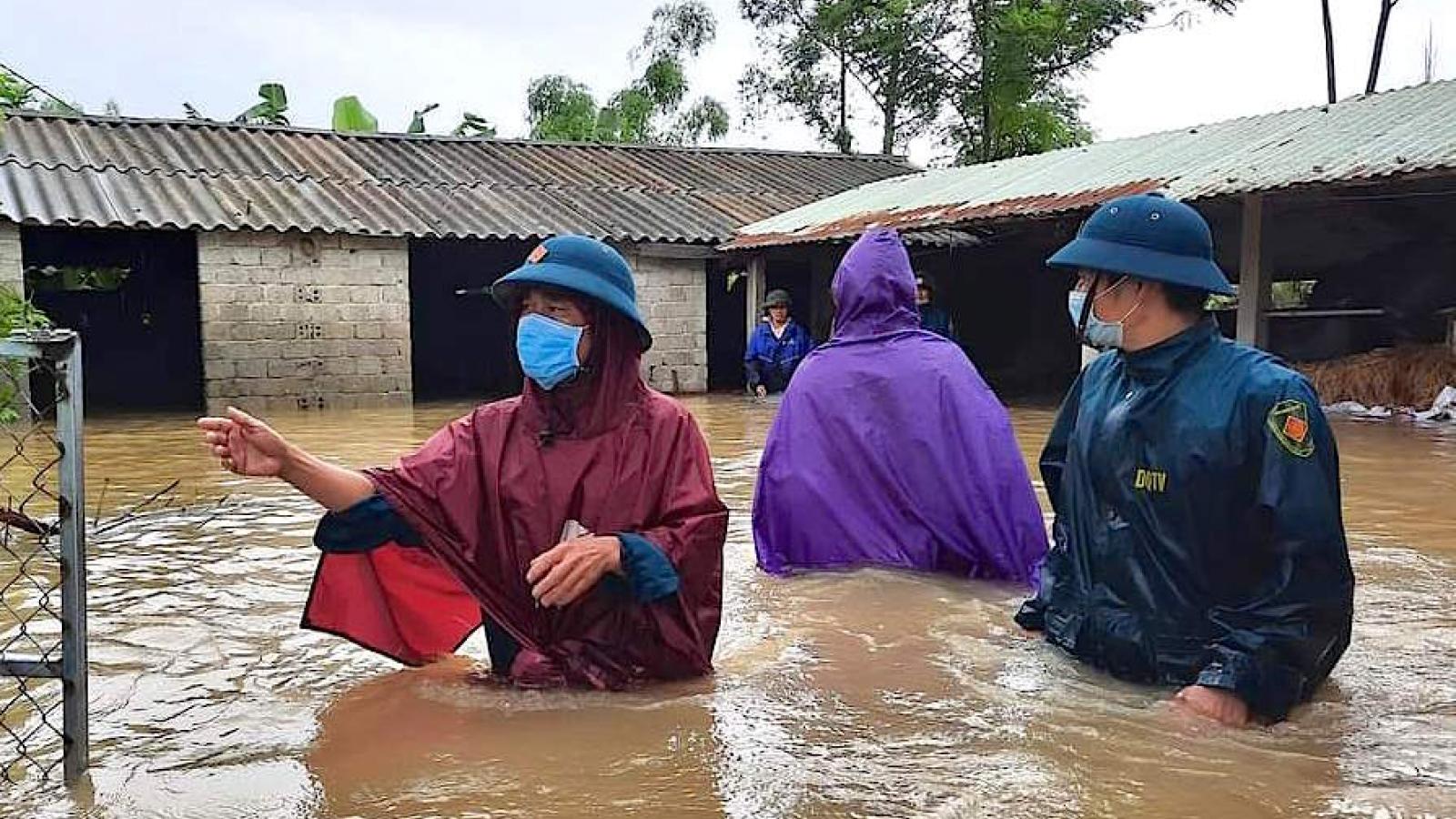 Hồ chứa nước, thủy điện tại Nghệ An xả tràn khiến quốc lộ bị ngập, giao thông chia cắt