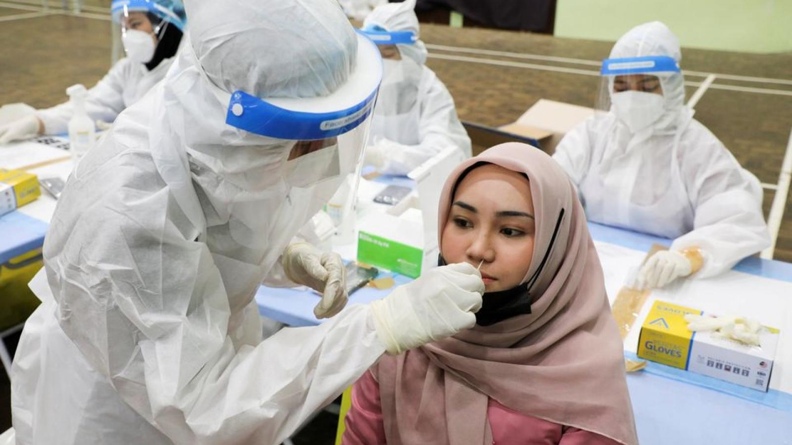 Singapore và Malaysia chứng kiến số ca mắc Covid-19 tăng đột biến