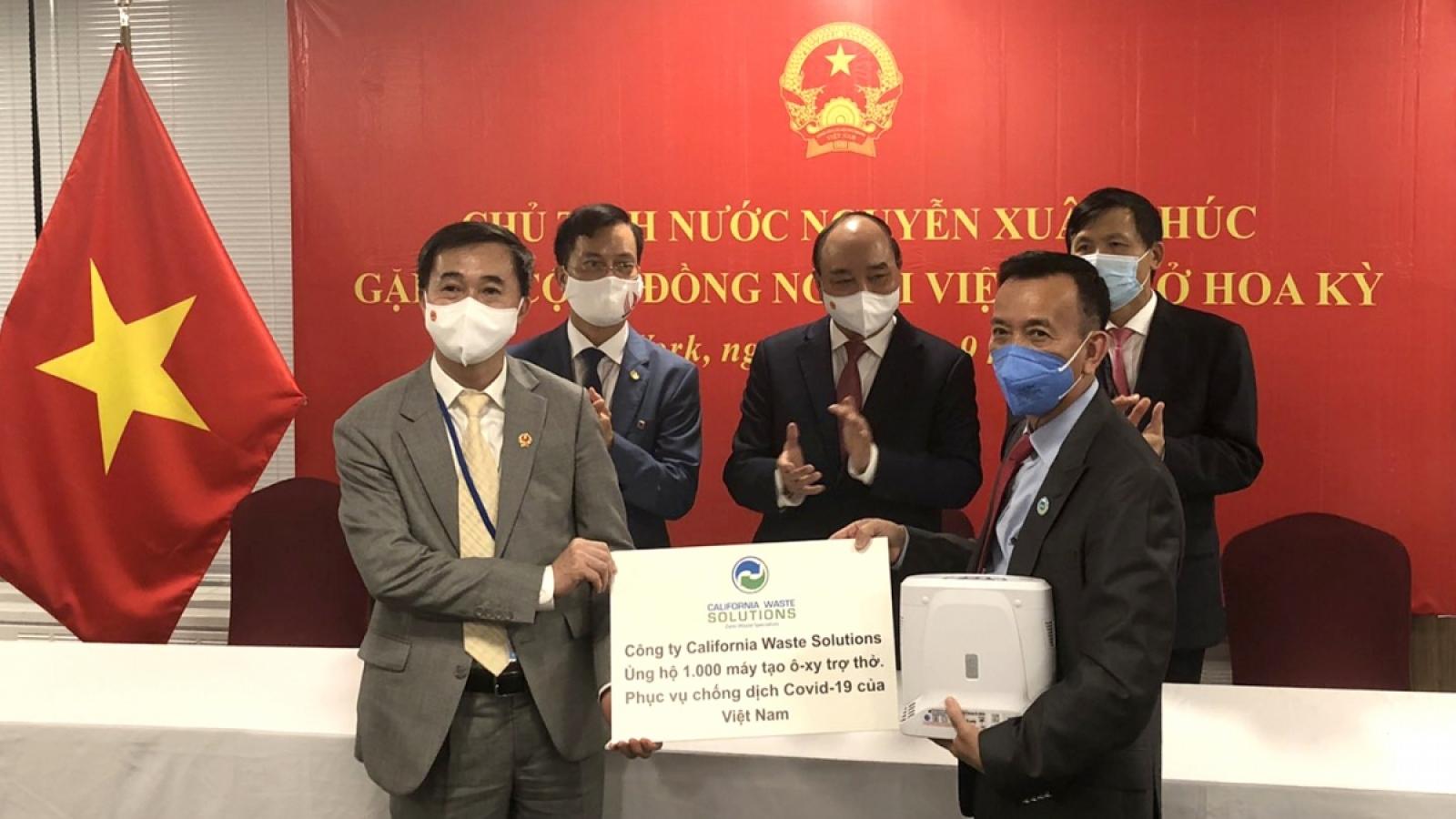 Vietnamese State leader meets overseas Vietnamese in US