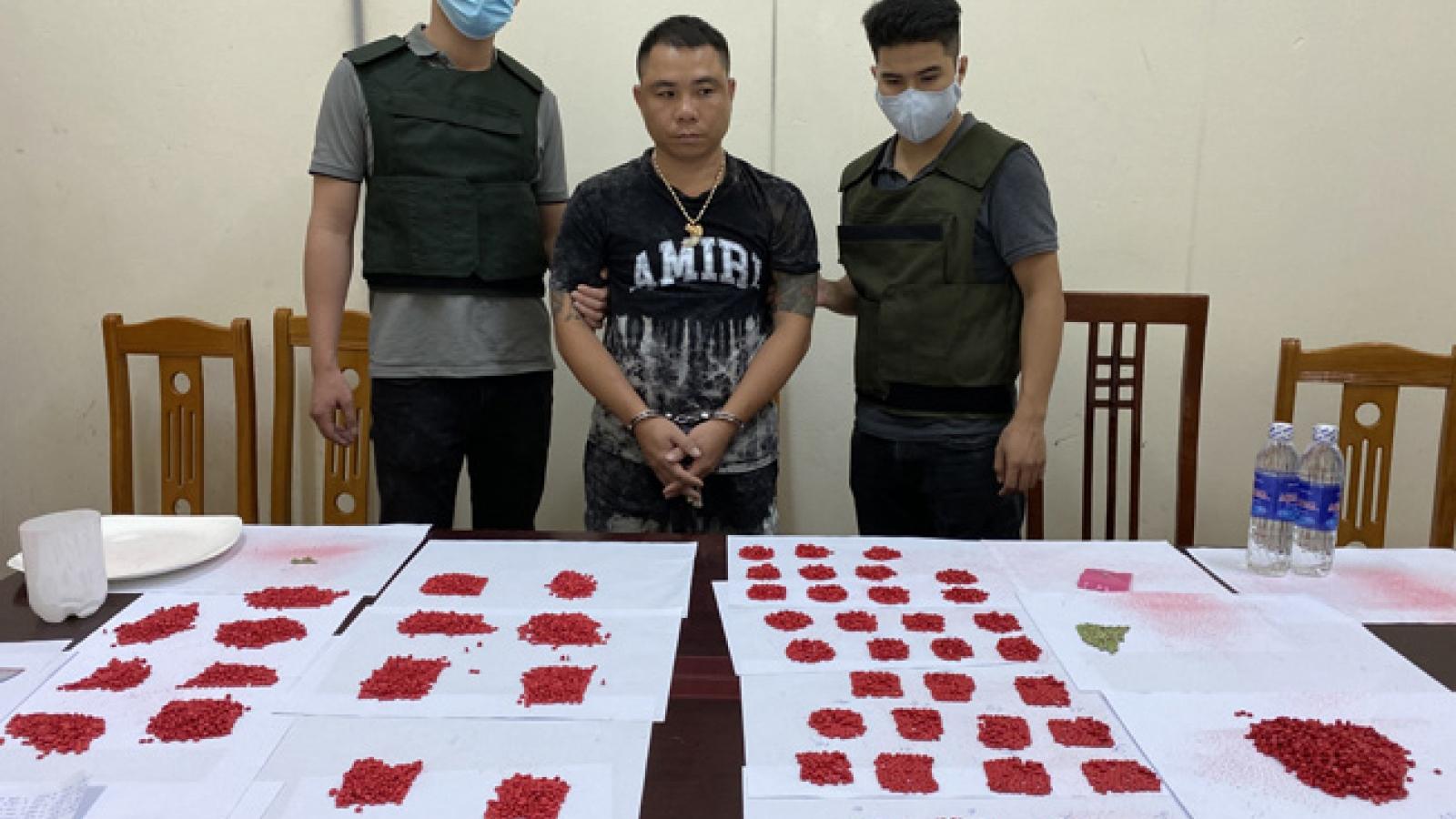 Bắt đối tượng giấu hơn 10.000 viên ma túy trong bình xăng ô tô ởLạng Sơn