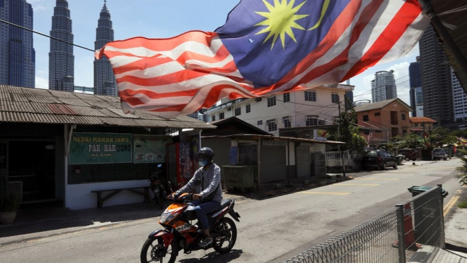 Không kéo dài phong tỏa, Malaysia thay đổi chiến lược đối phó với Covid-19
