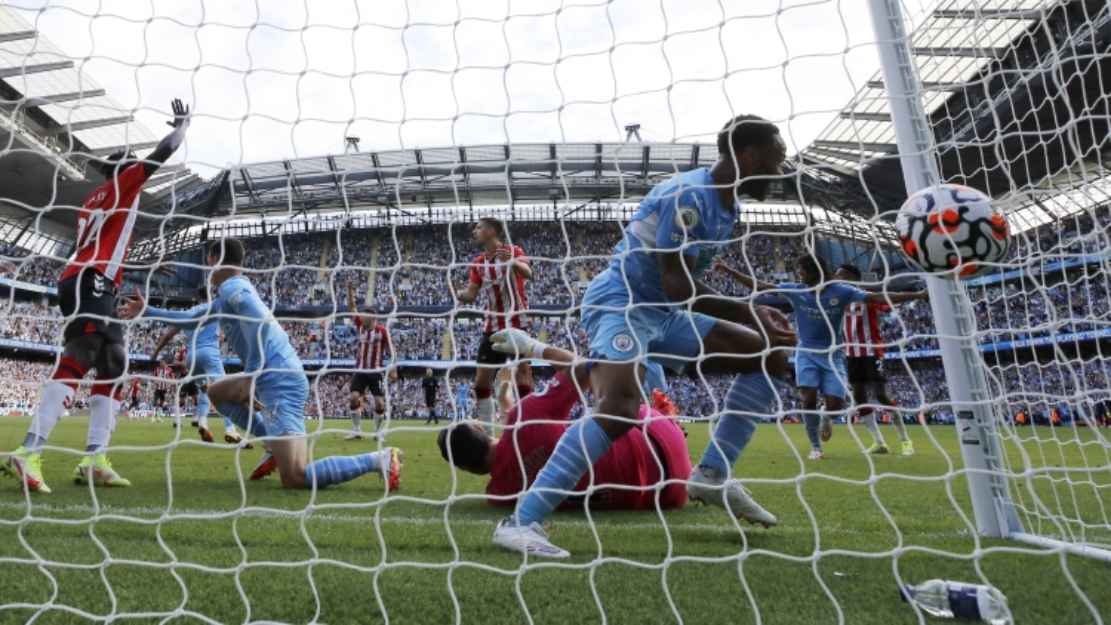Man City vượt mặt MU trên BXH Ngoại hạng Anh