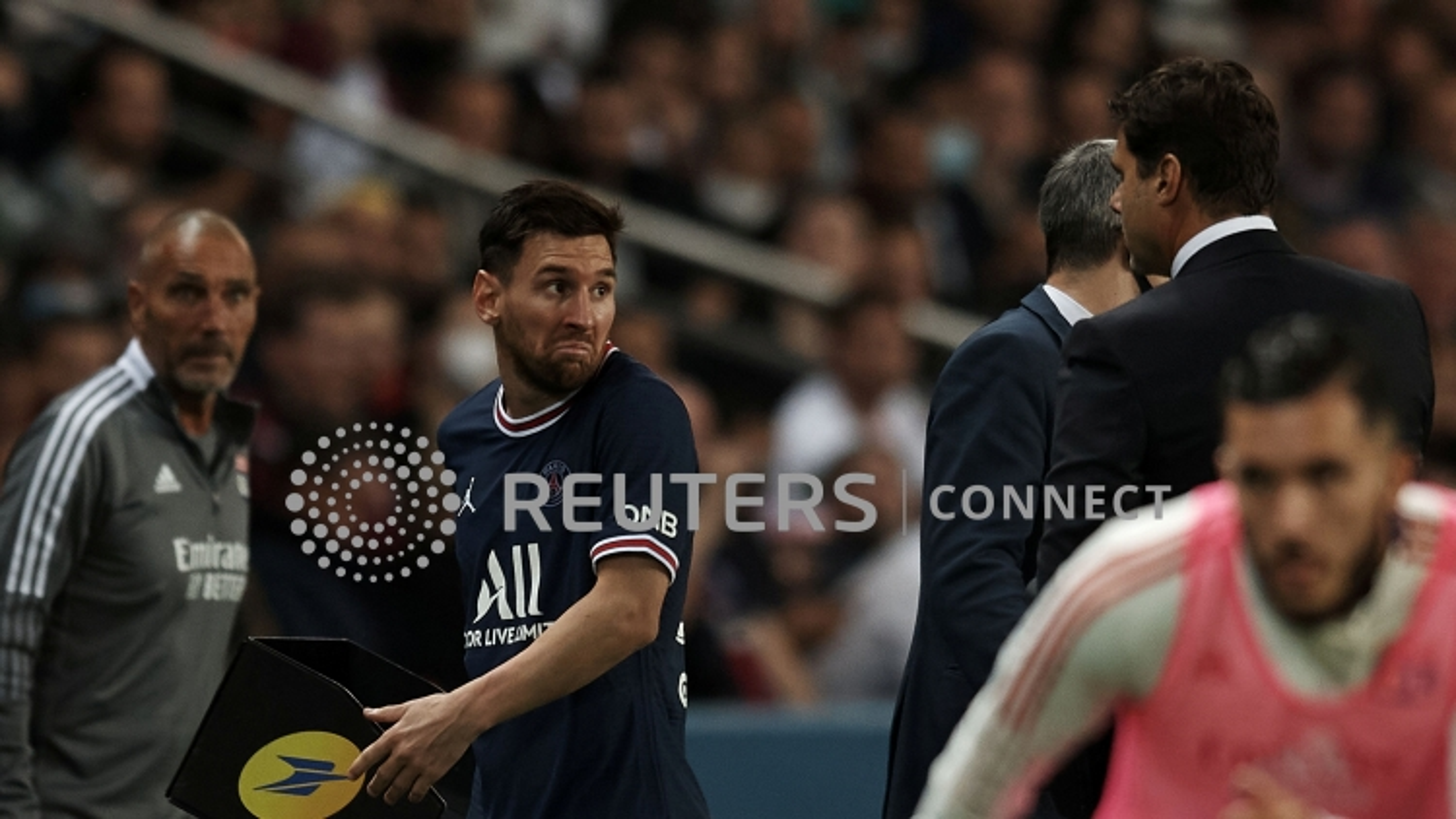 """Messi """"giận dỗi"""" với HLV Pochettino, PSG ngược dòng kịch tính trước Lyon"""