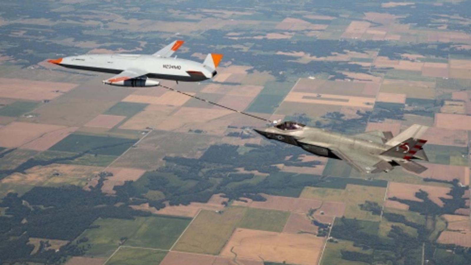 Video: UAV MQ-25 lần đầu tiên tiếp nhiên liệu thành công cho tiêm kích F-35