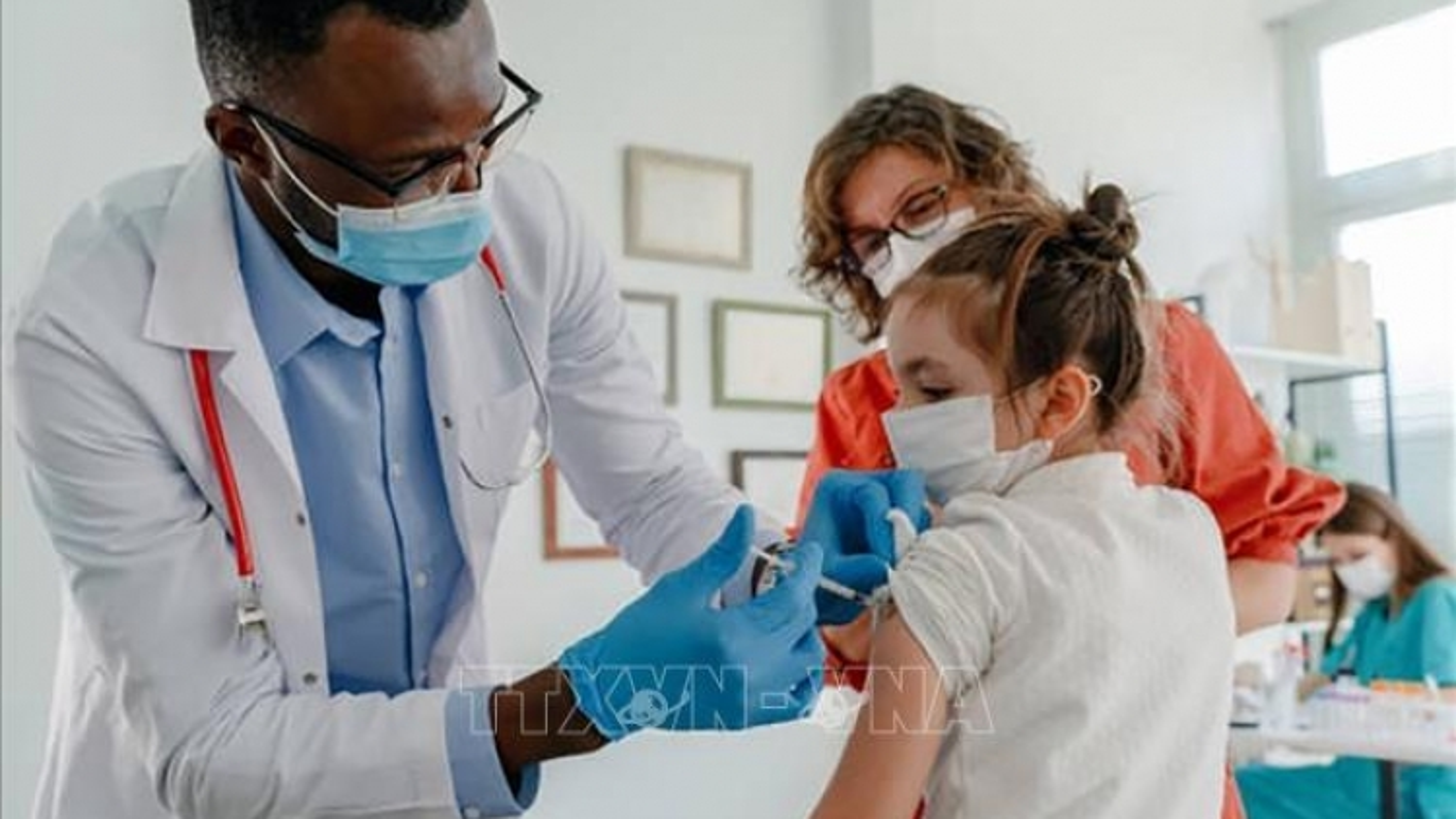 FDA Mỹ từ chối tiêm vaccine liều 3 rộng rãi, khuyến khích tiêm cho người trên 65 tuổi