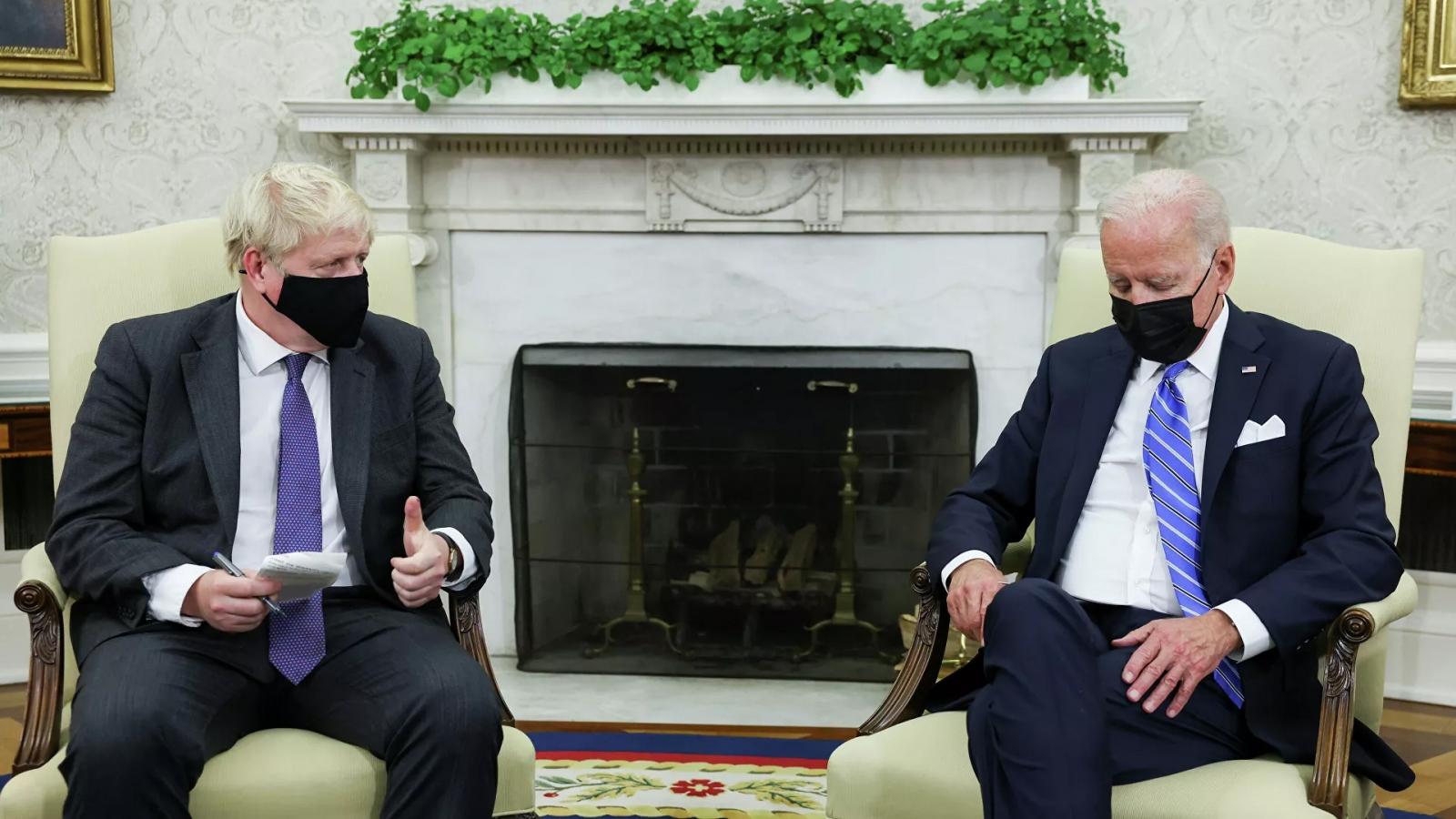 Giây phút ồn ào trong cuộc gặp giữa Tổng thống Biden và Thủ tướng Anh