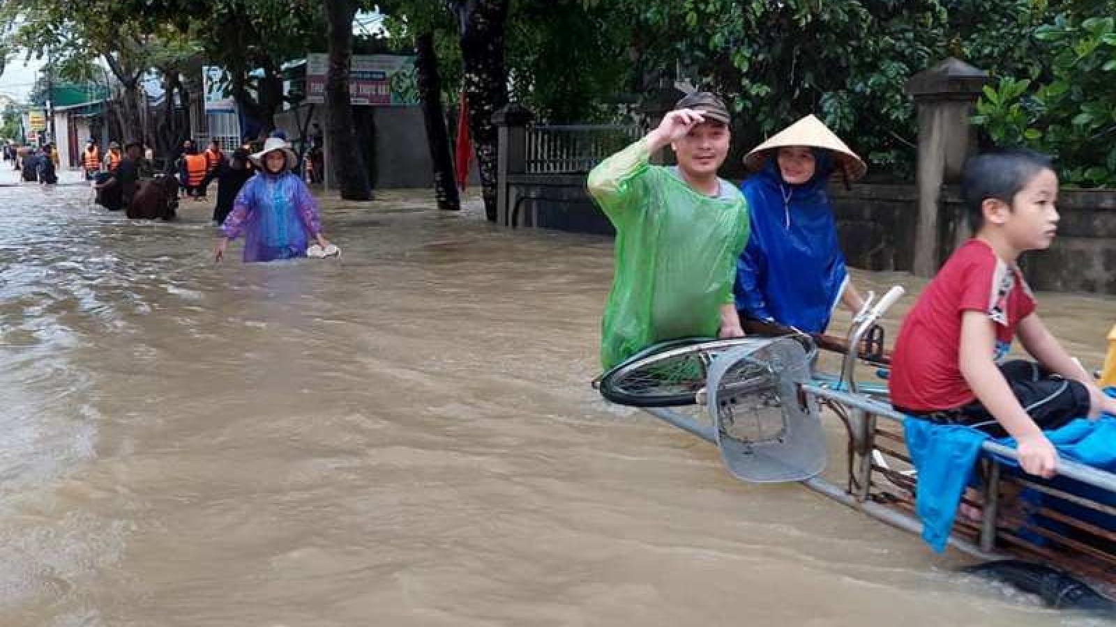 Mưa lớn khiến hàng nghìn nhà dân ở Nghệ An ngập nước
