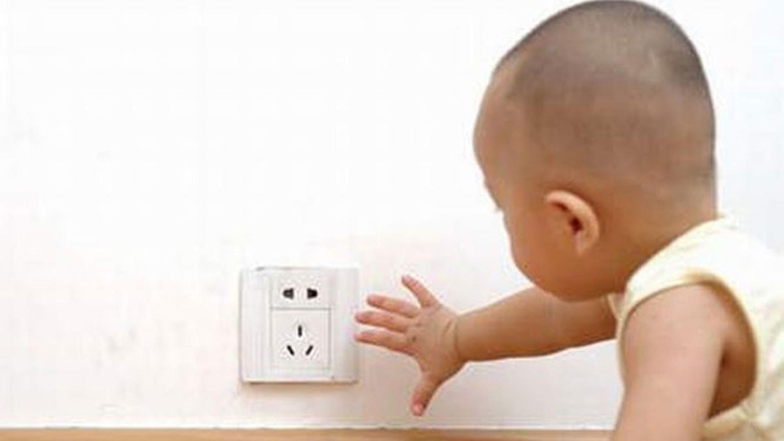 Giữ an toàn điện cho trẻ nhỏ trong mùa dịch
