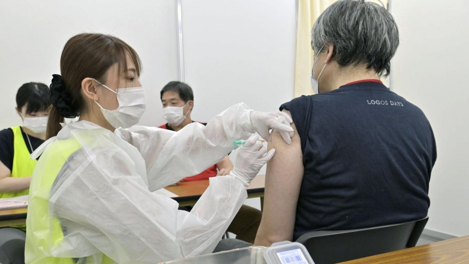 Chuyên gia y tế Nhật Bản cảnh báo về việc nới lỏng hạn chế phòng dịch