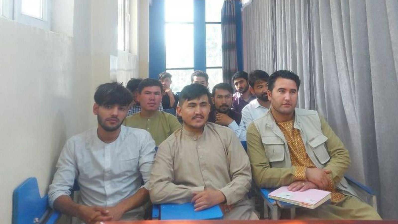 Taliban mở lại các cơ sở giáo dục cho nam giới từ ngày hôm nay