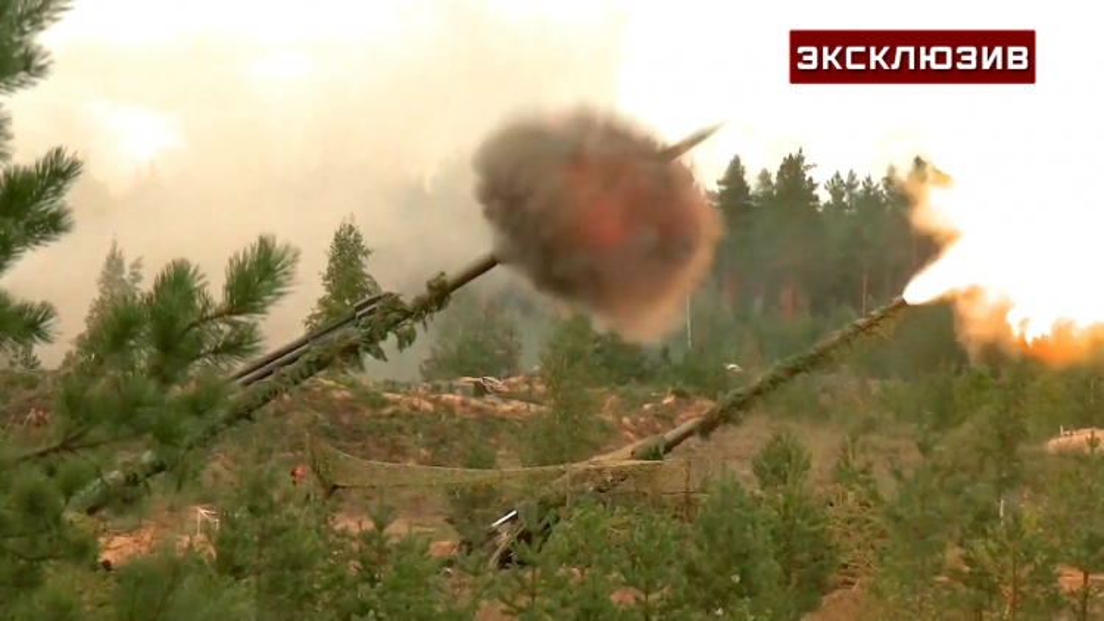 """Siêu pháo tự hành Msta và Malka của Nga """"biến kẻ thù thành cát bụi"""" trong tập trận Zapad"""