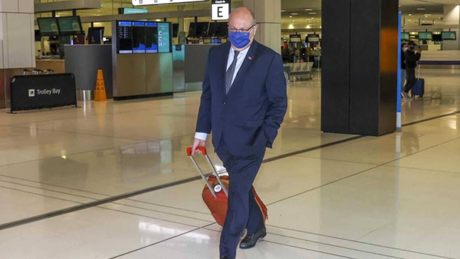 Đại sứ Pháp kéo vali rời Australia, chỉ ước có cỗ máy thời gian