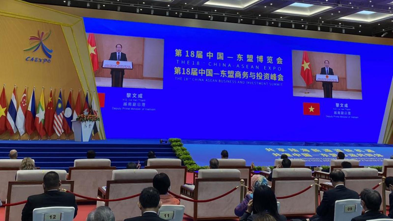 Phó Thủ tướng Lê Văn Thành dự Hội chợ thương mại ASEAN - Trung Quốc lần thứ 18