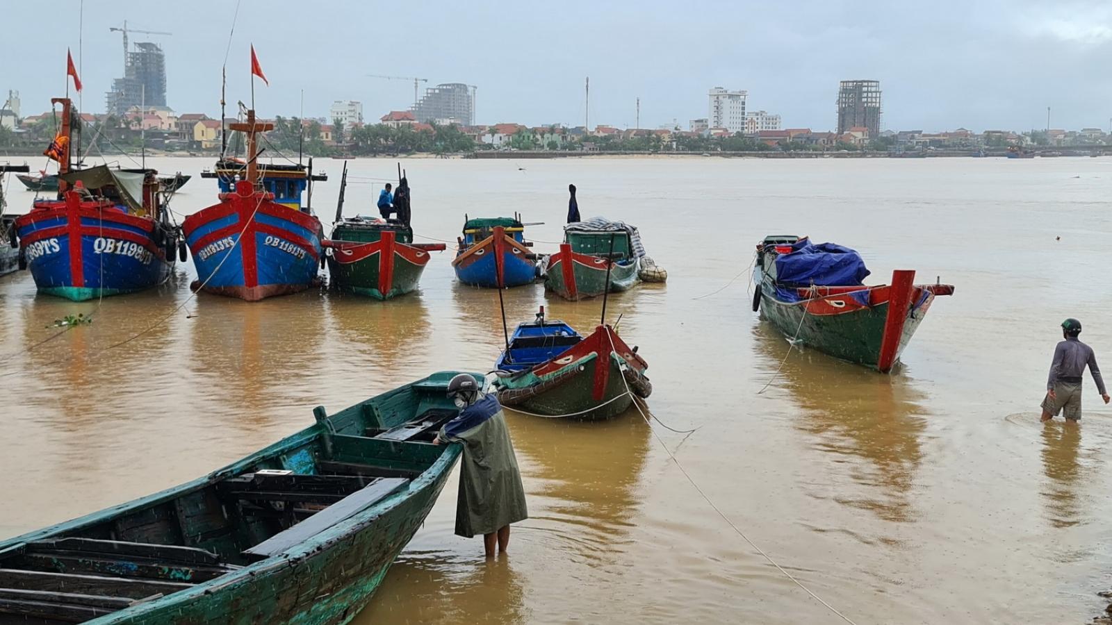 Đà Nẵng và Quảng Bình chuẩn bị phương án di dời dân tránh bão số 5