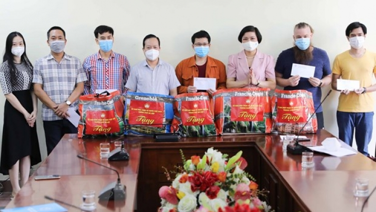Hanoi Union of Friendship Organizations gives helping hand to foreigners