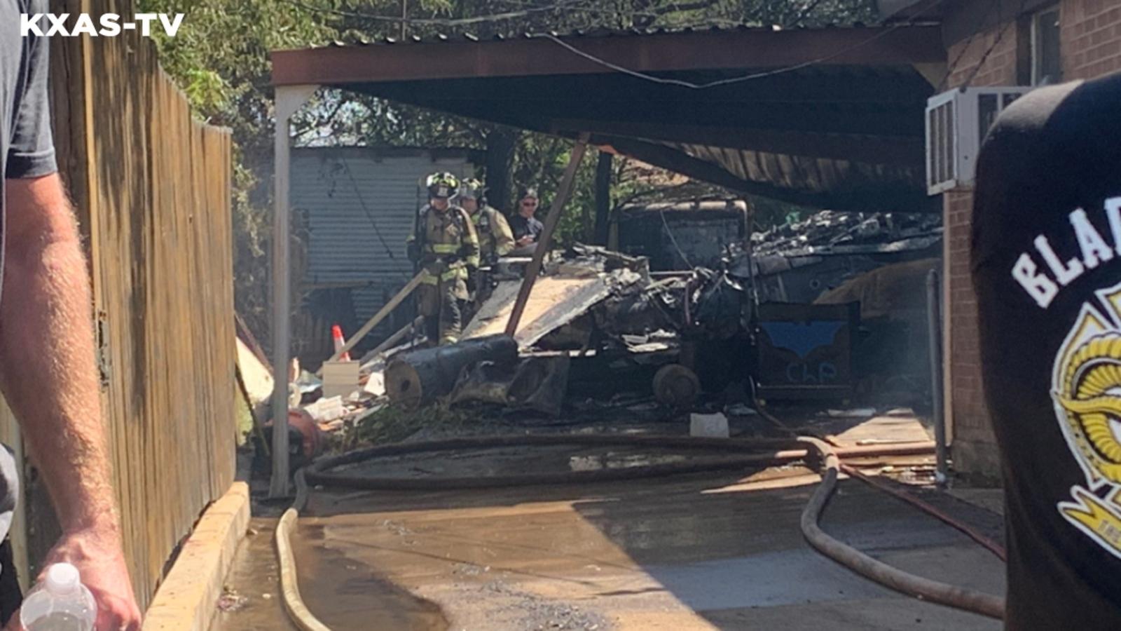 Máy bay quân sự rơi xuống nhà dân, 5 người bị thương