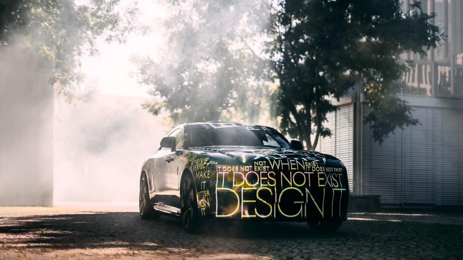 Hãng xe siêu sang Rolls-Royce hé lộ mẫu xe điện đầu tiên