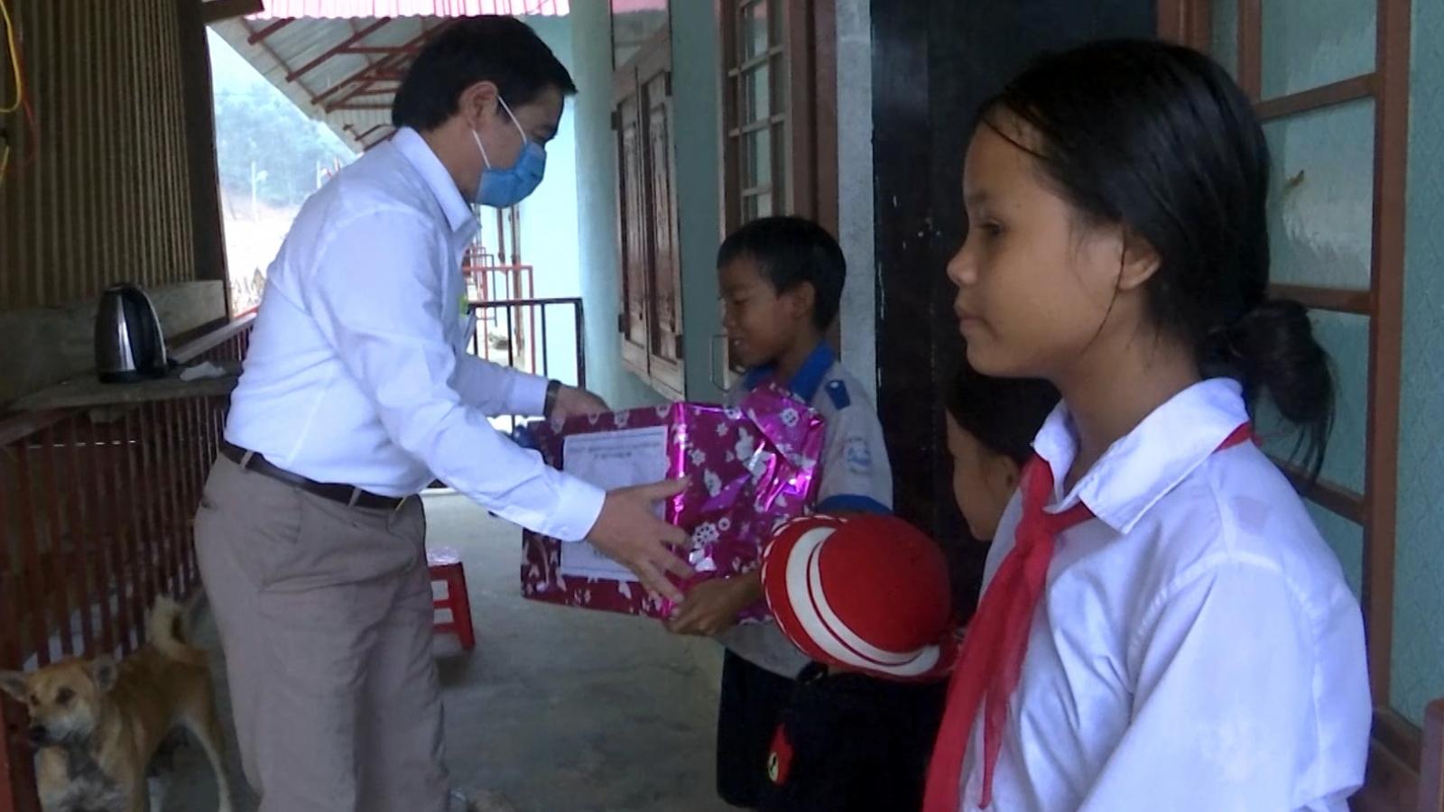 Niềm vui Trung thu của trẻ em miền núi Quảng Nam