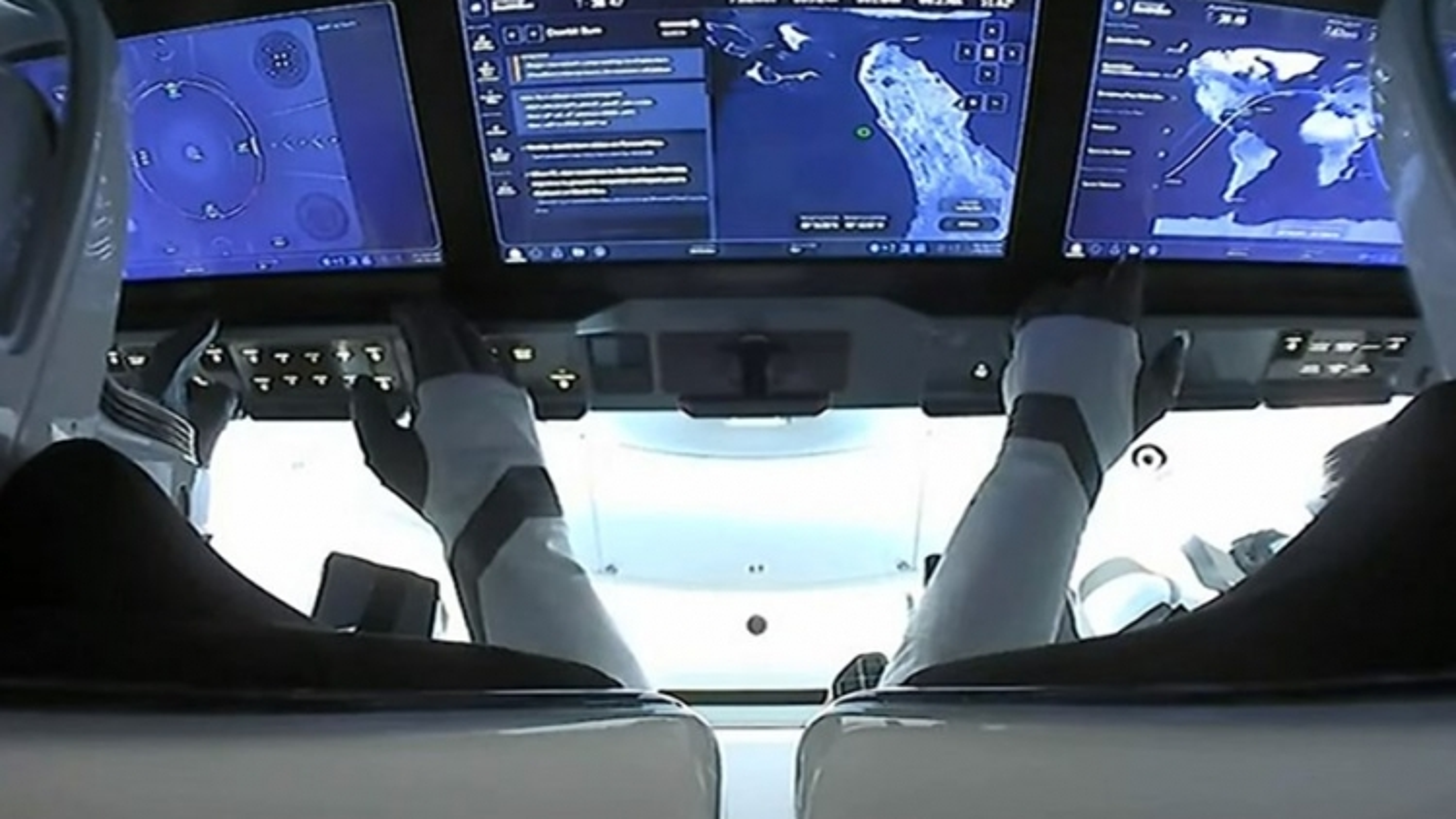Kết thúc sứ mệnh, phi hành đoàn Inspiration4 của SpaceX trở về Trái Đất an toàn
