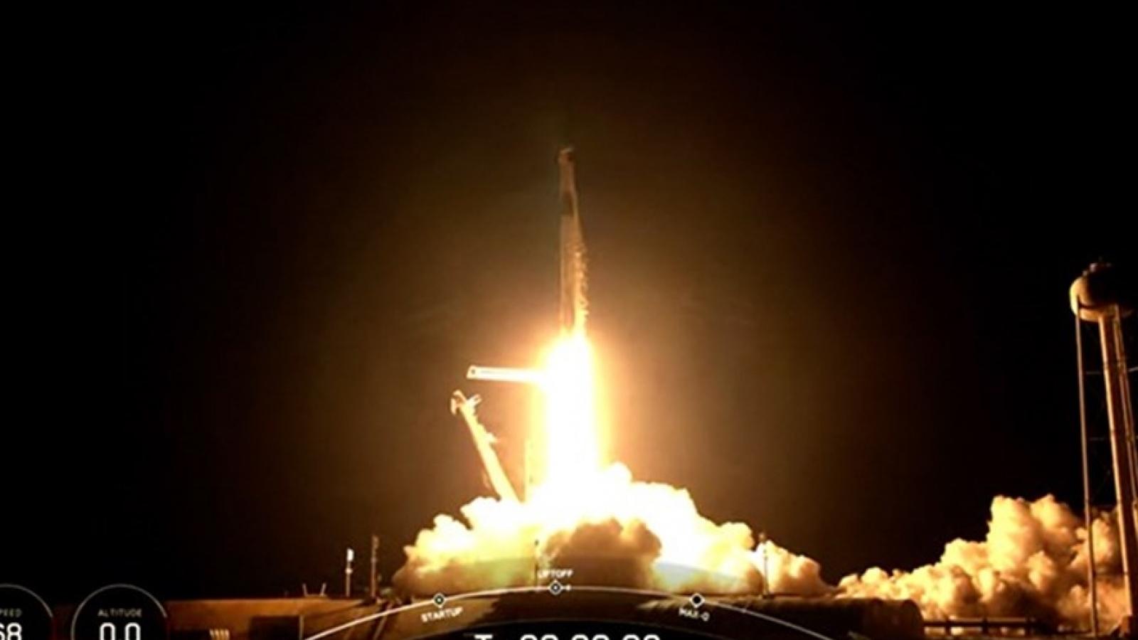 Phi hành đoàn Inspiration4 dân sự của SpaceX trò chuyện với bệnh nhi từ không gian