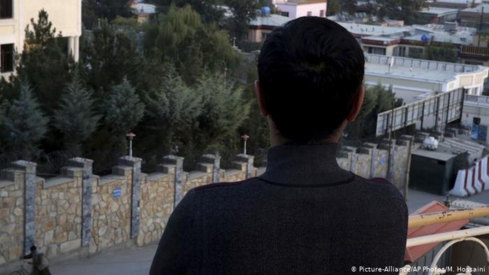 """Số phận """"nghìn cân treo sợi tóc"""" của cộng đồng LGBTQ ở Afghanistan dưới thời Taliban"""