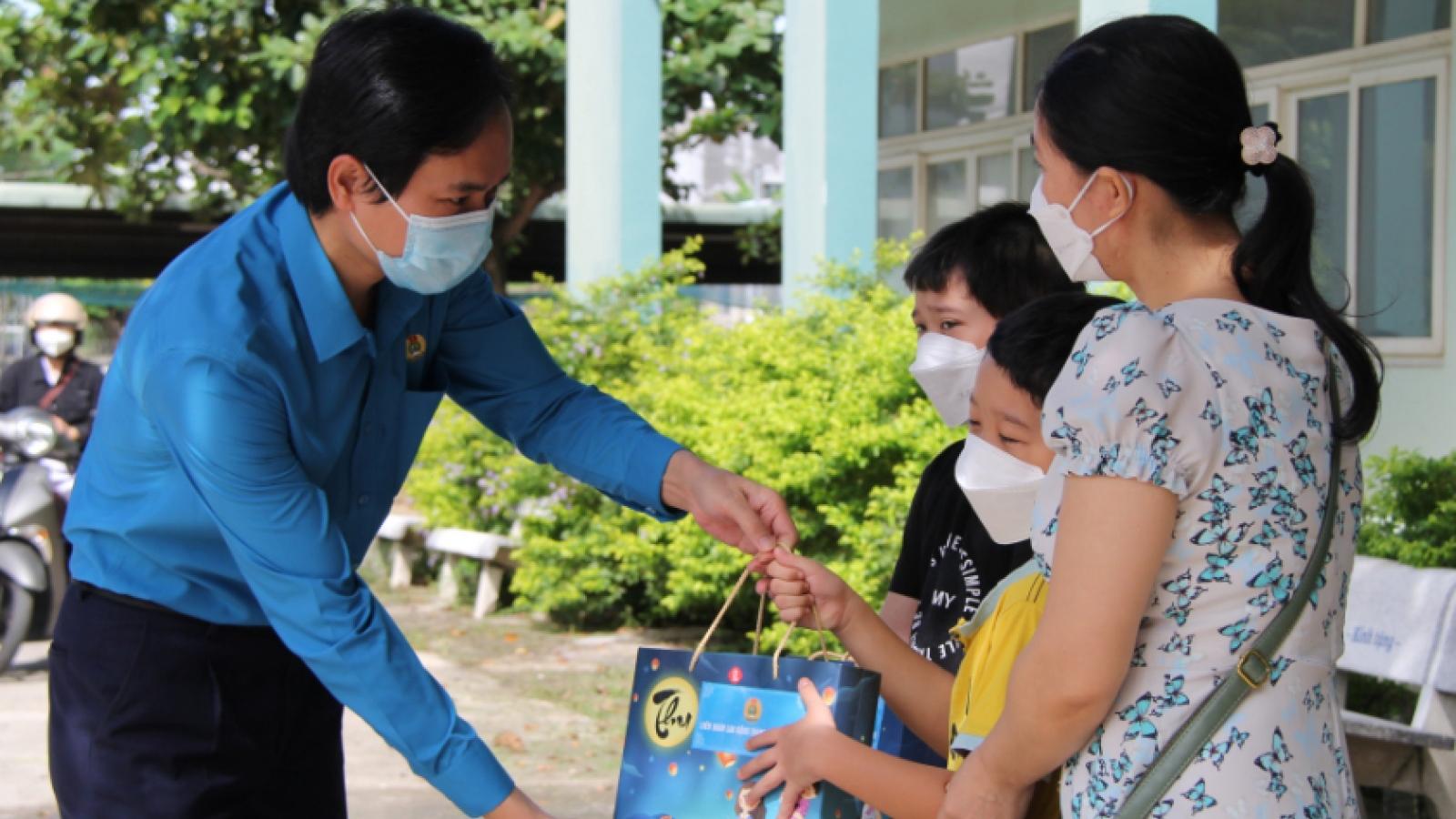 Quà Tết Trung thu cho trẻ em hoàn cảnh khó khăn, mắc bệnh Covid-19