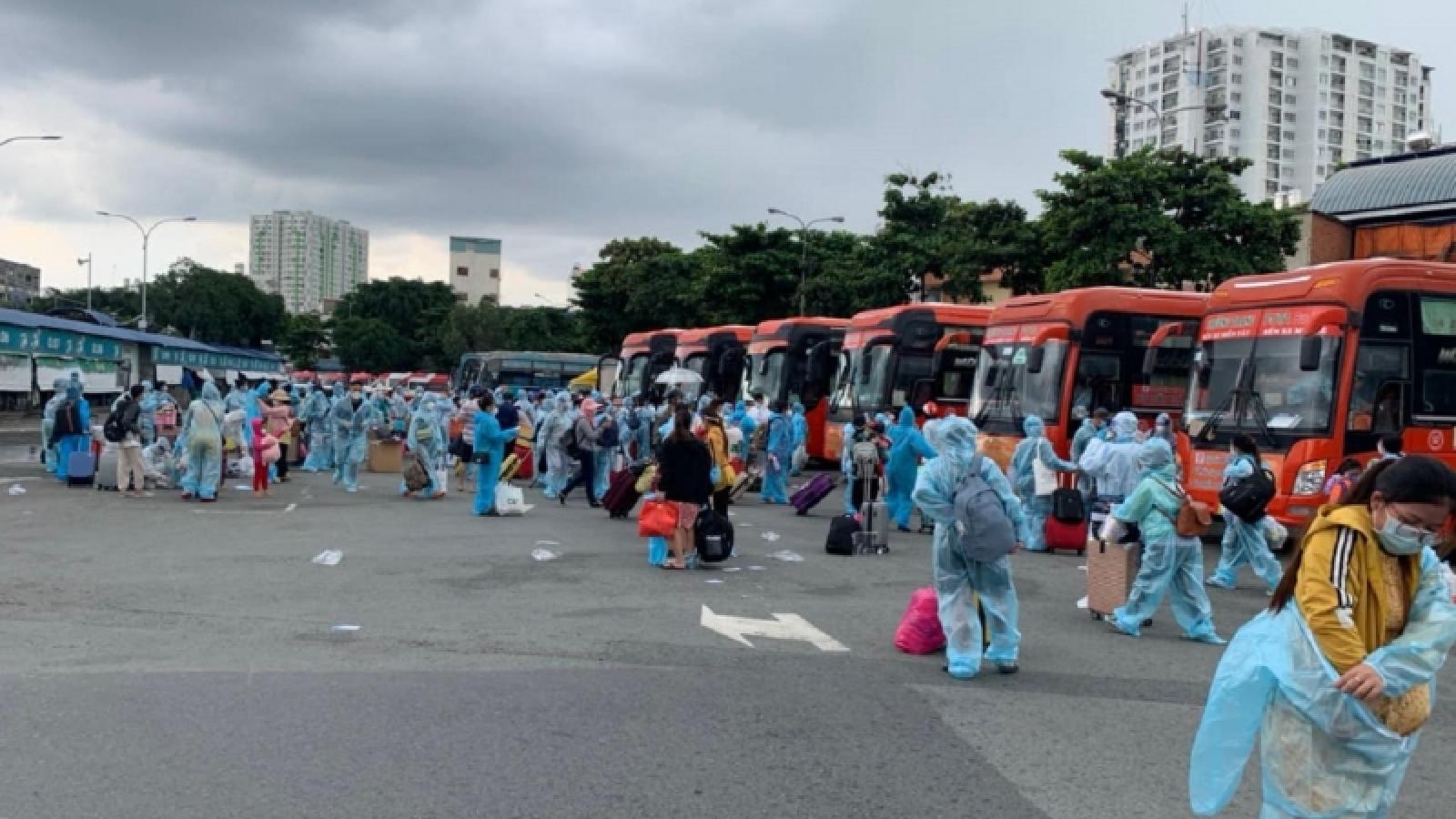 Quảng Ngãi đón 293 thai phụ và trẻ em về quê