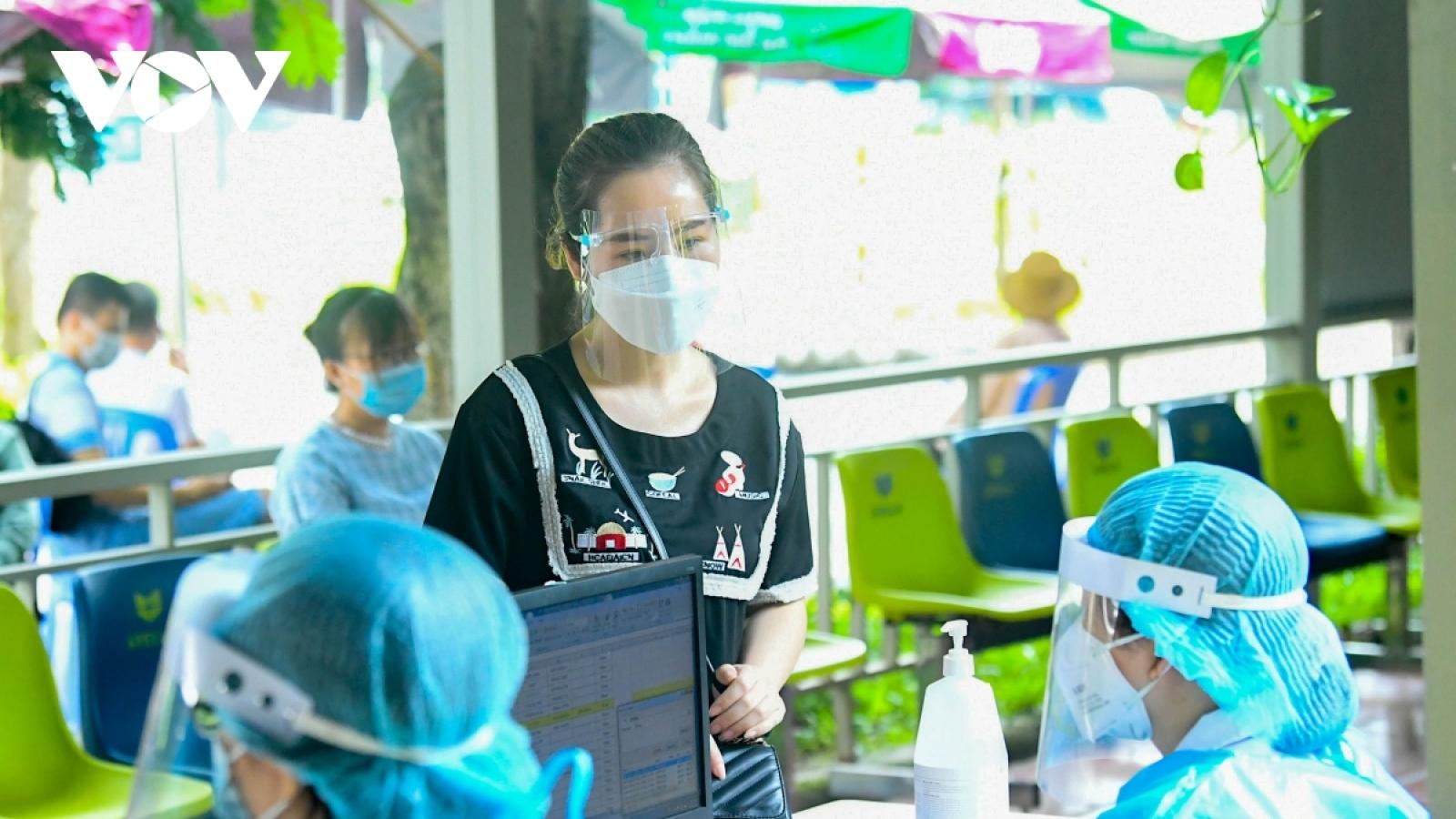Hà Nội yêu cầu các cơ sở khám, chữa bệnh đặt cảnh báo phòng chống COVID-19 ở mức cao nhất