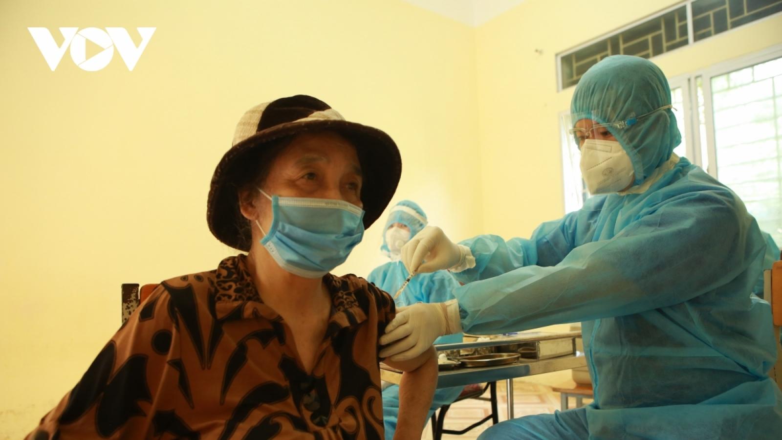 Hà Nội vượt công suất hơn 300.000 mũi tiêm vaccine COVID-19 trong 1 ngày
